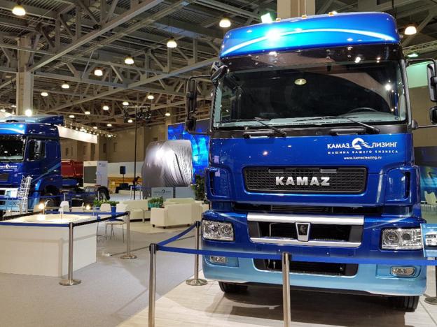 تعرض شركة كاماز شاحنة جديدة مع مقصورة من الجيل ك 5