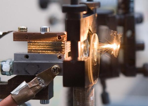 Конец возгораниям: В России разработали лазерную систему освещения