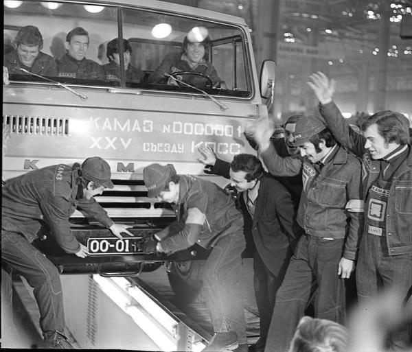 شاحنات KAMAZ الروسيه  20160216-2