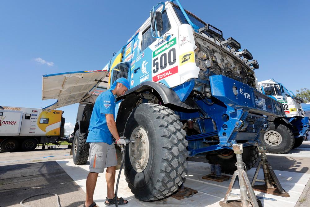 Экипаж Эдуарда Николаева финишировал вторым навосьмом этапе ралли Дакар