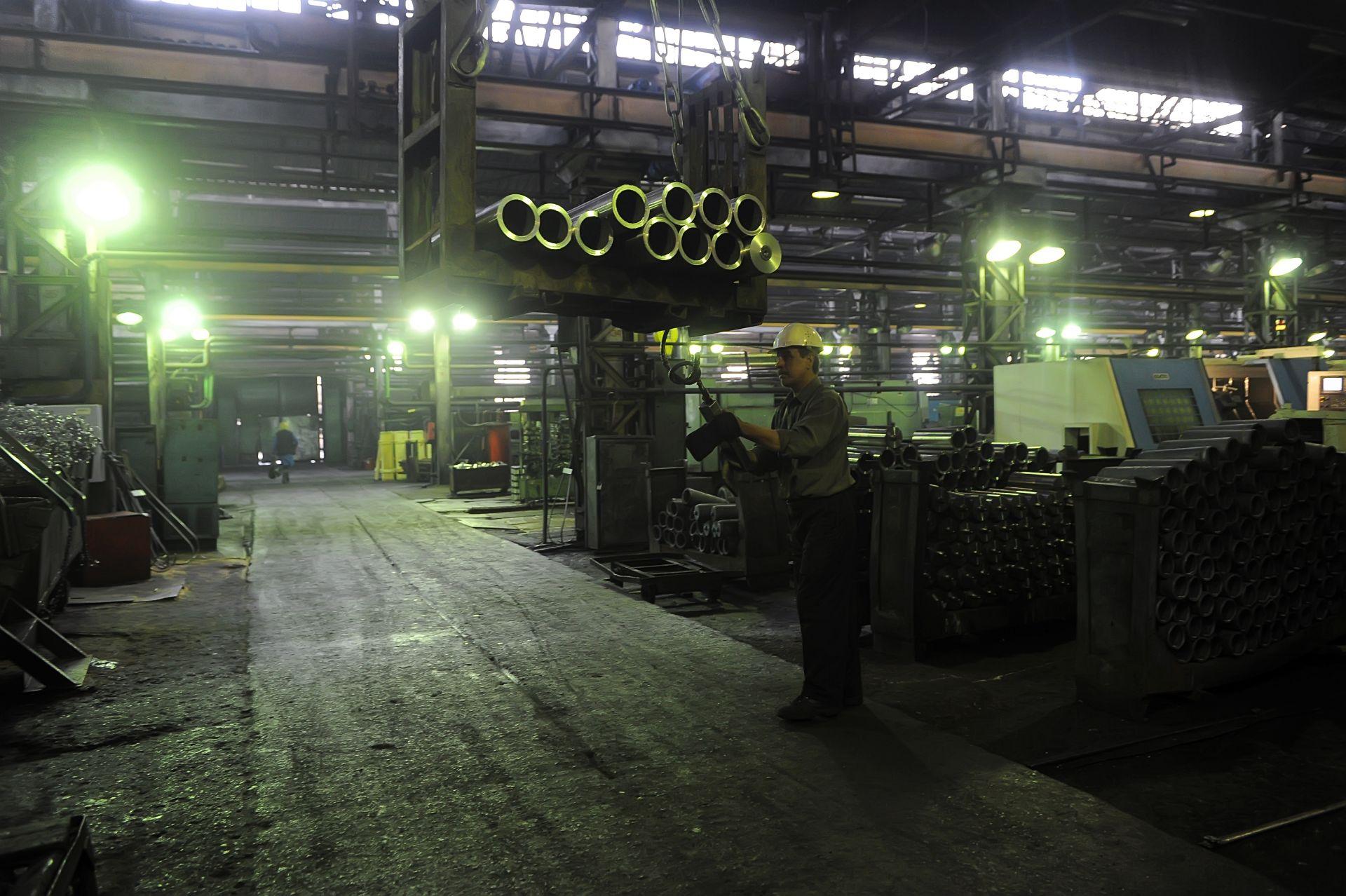 фото работников механического завода г серов только человек начинает