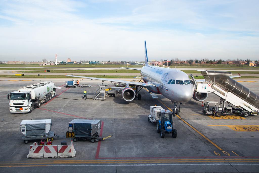 Ростех создает комплекс для управления посадкой самолетов с земли