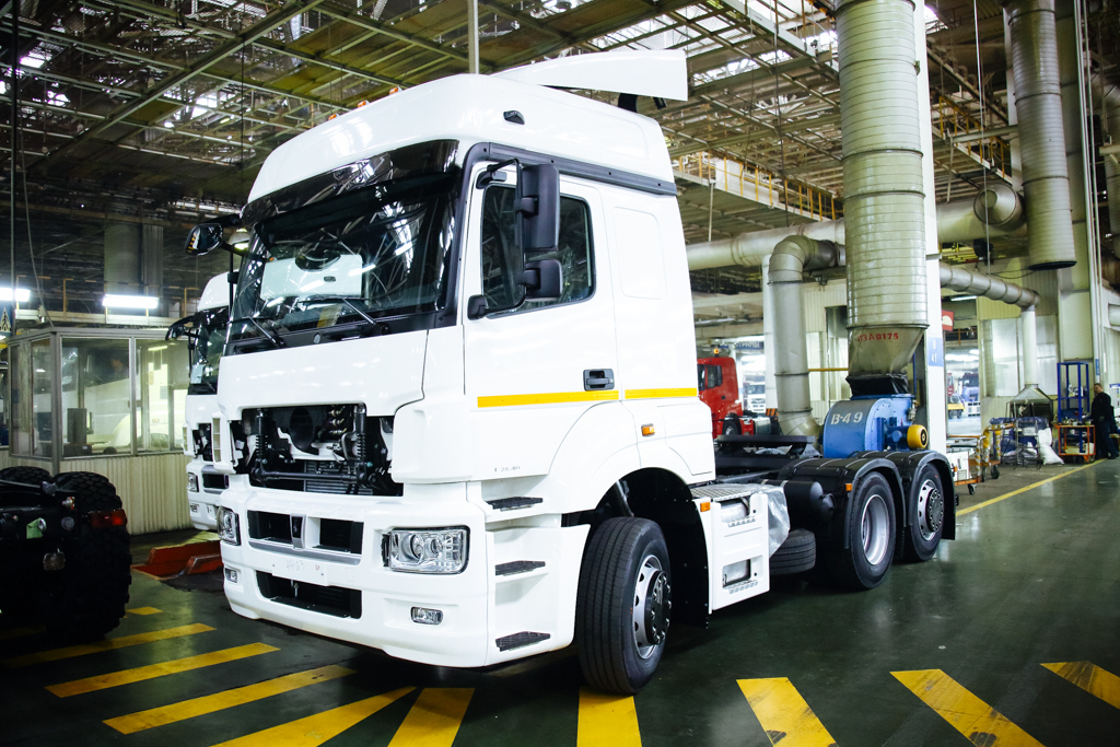 KAMAZ Started Production of a New Traction Engine in Lots