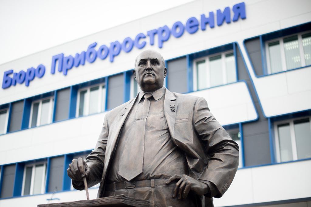 Сергей Чемезов принял участие в открытии памятника Аркадию Шипунову