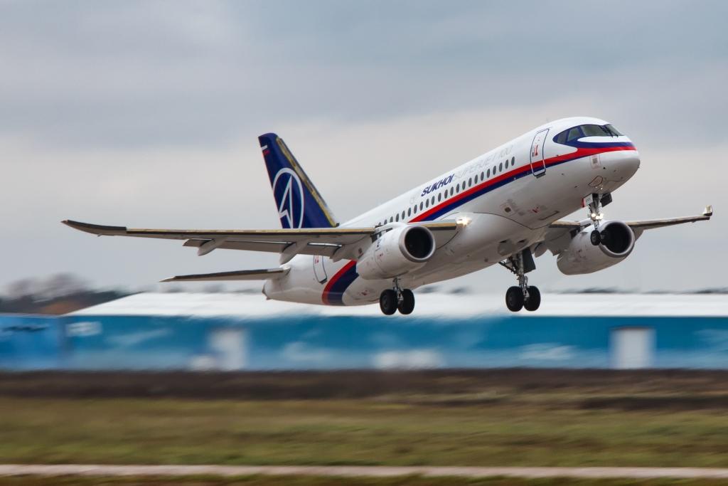 Ростех поставит восемь авиалайнеров SSJ-100 российским авиакомпаниям