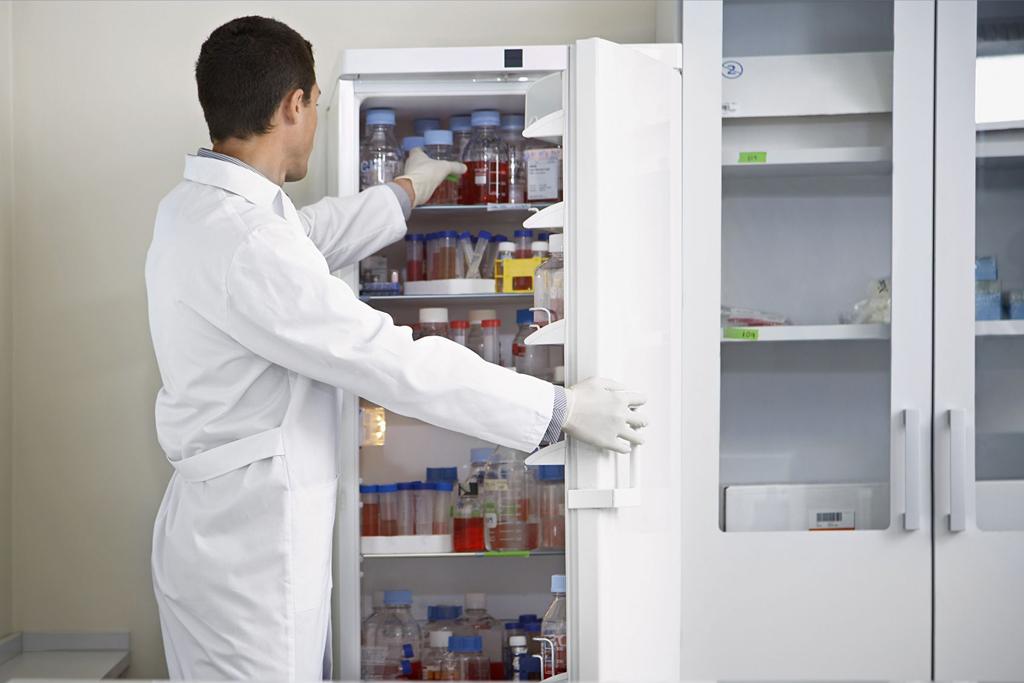 Фарм. холодильник