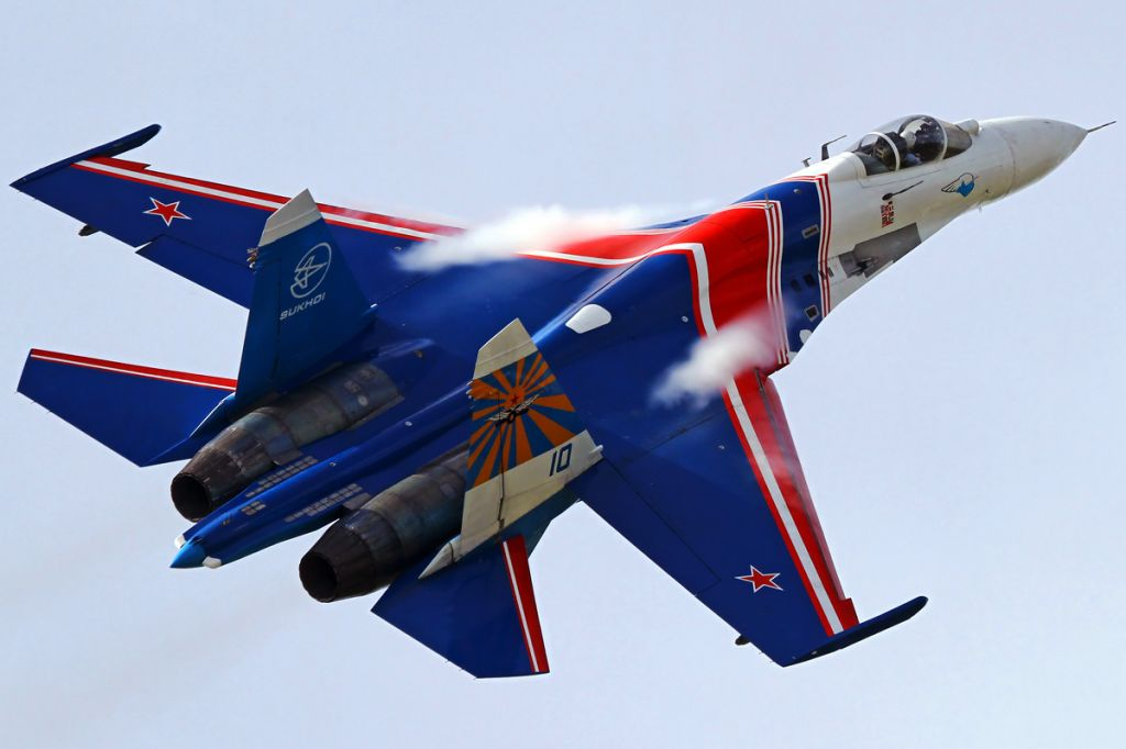 Sukhoi_Su-27P_of_Russian_Knights_in_2010.jpg