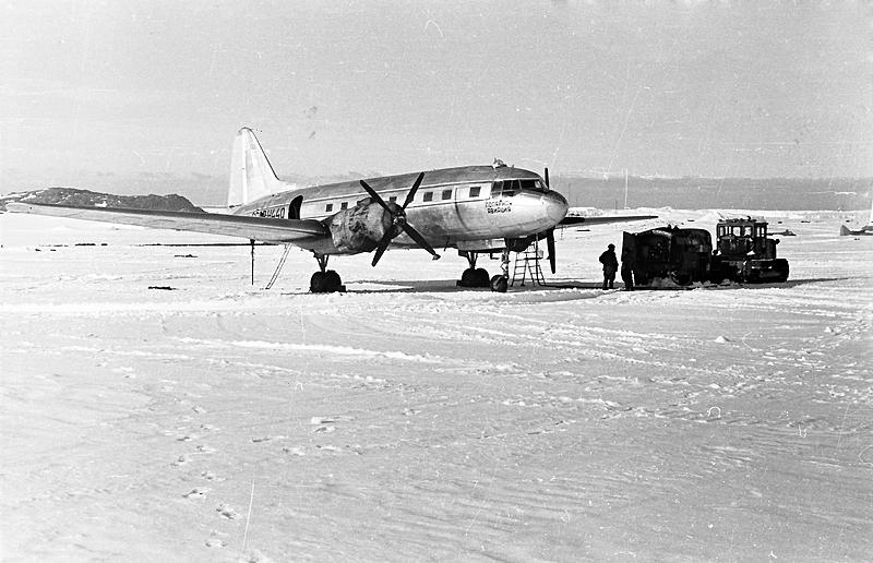 10.Il-12-N-440-Polyarnoj-aviatsii.-1954-g..jpg