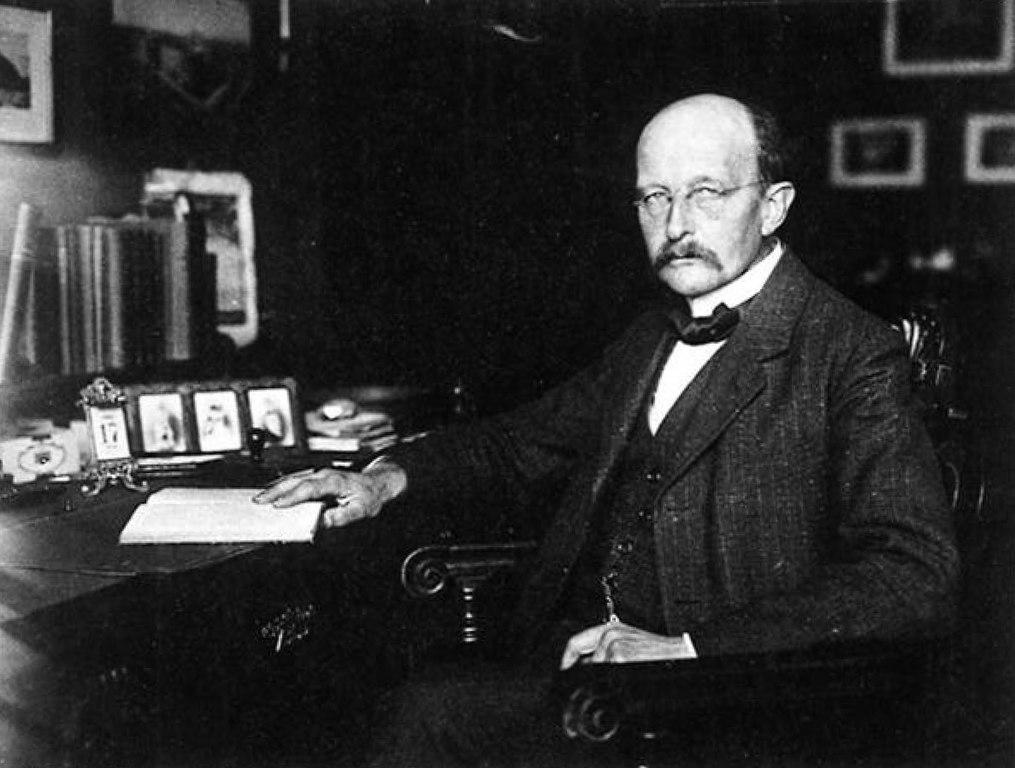 Max_Planck_in_his_study_1919.jpg