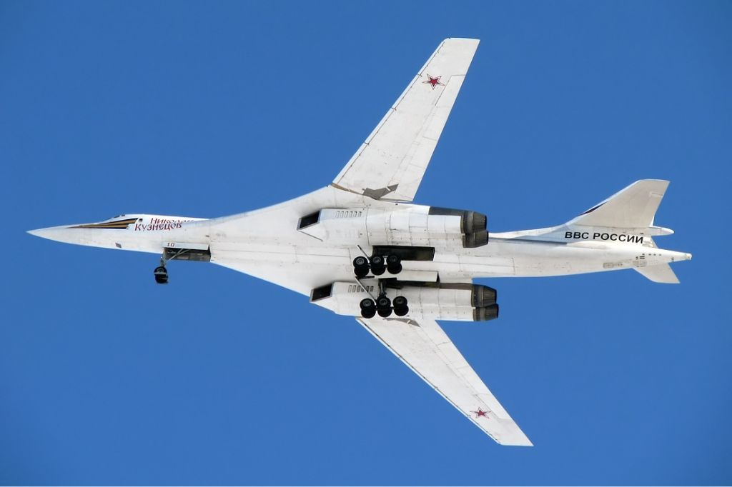 Tupolev_Tu-160_Naumenko-1.jpg