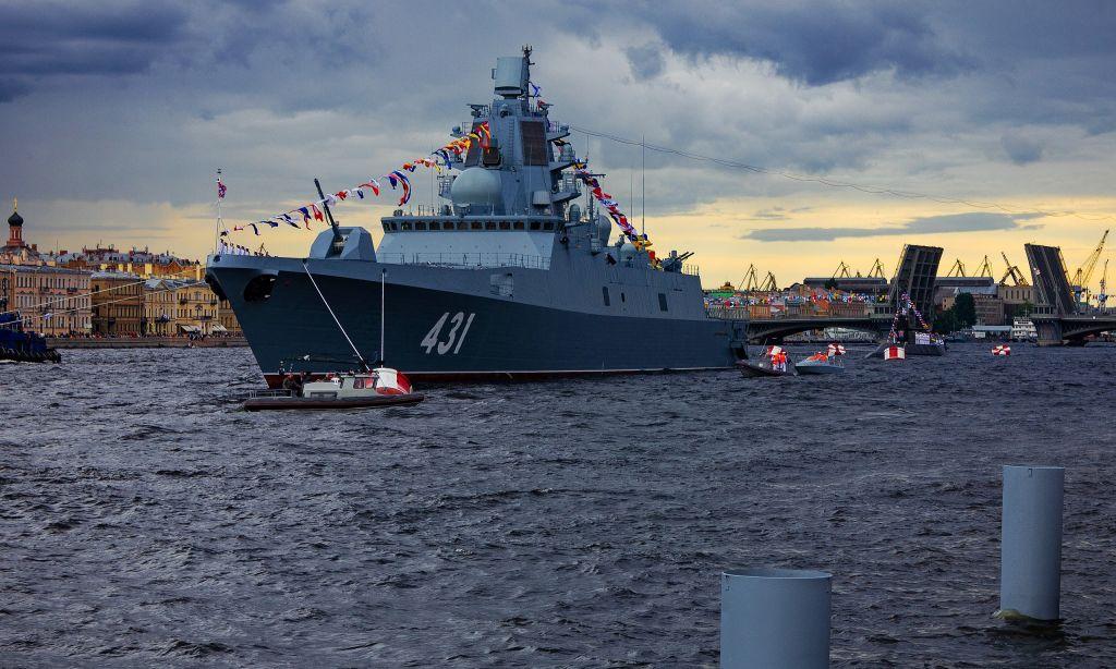 2560px_Frigate_'Admiral_Kasatonov'_is_moored_in_the_Neva_River,.jpg