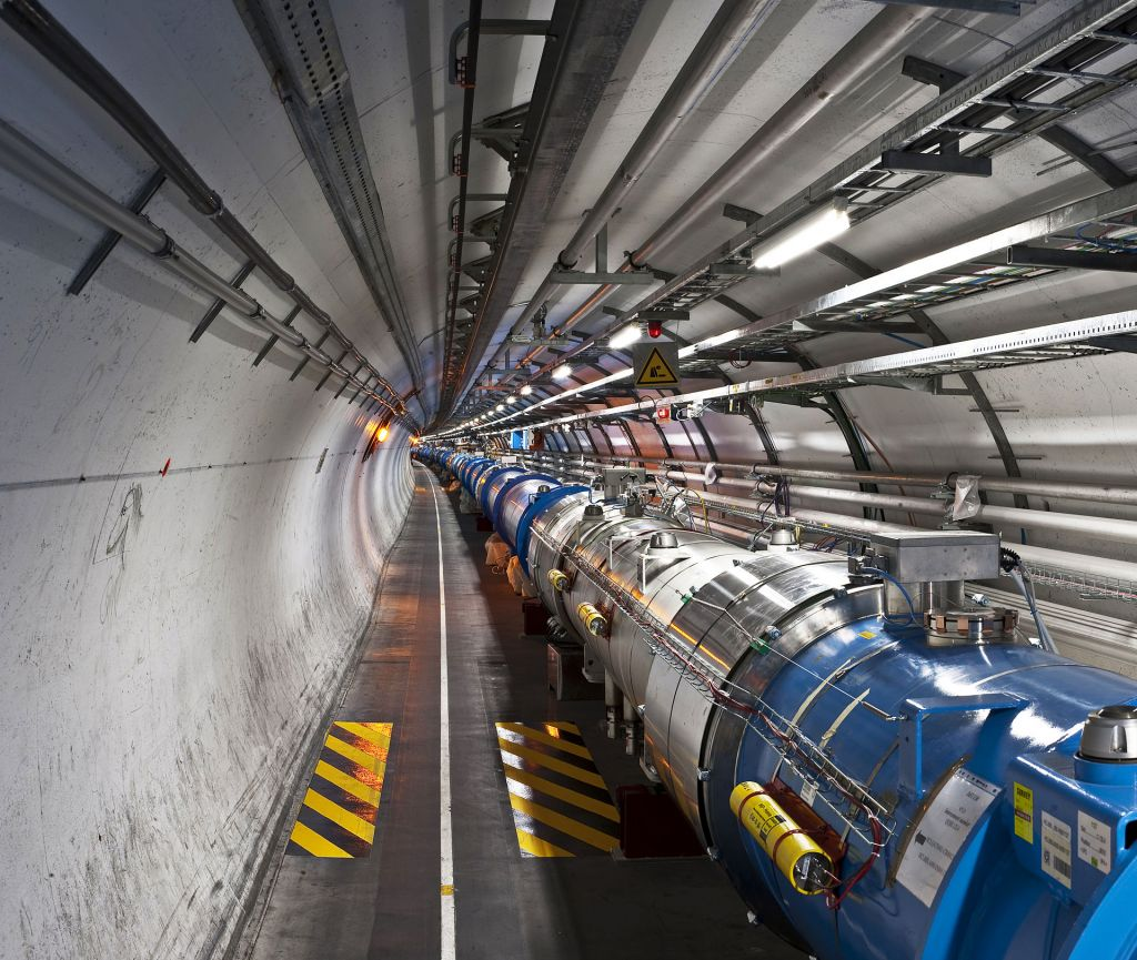 Views_of_the_LHC_tunnel_sector_3-4,_tirage_1.jpg